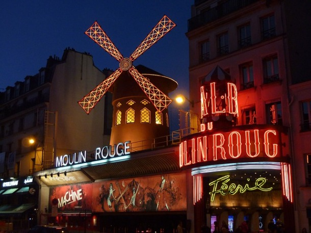 moulin-rouge-paris-thais-ta-longe